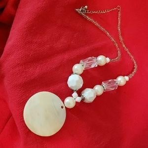 Jewelry - Shell ivory color necklace
